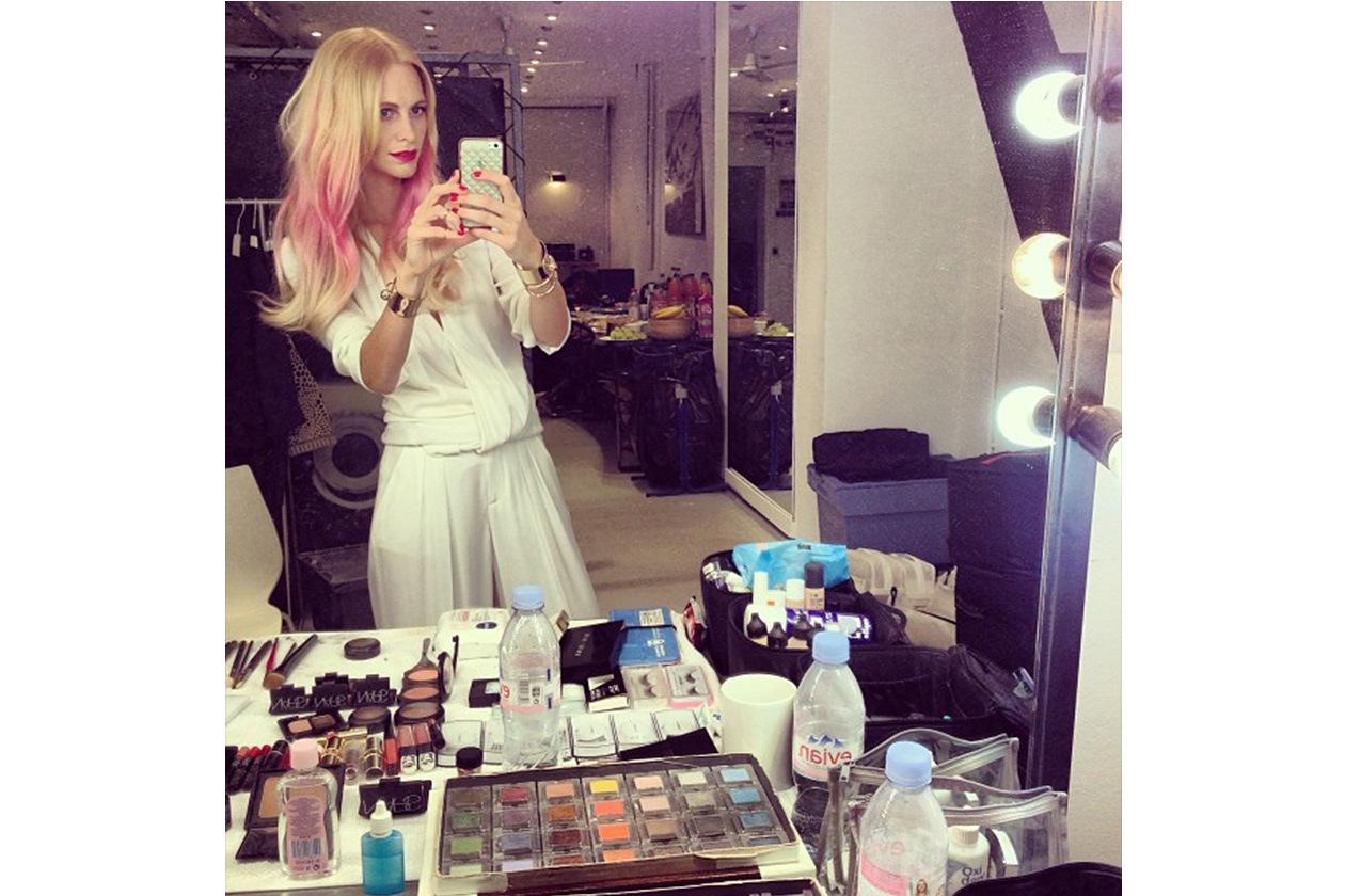 Poppy Delevingne: «Anyone missing their Barbie? (Qualcuno ha perso la sua Barbie?)»