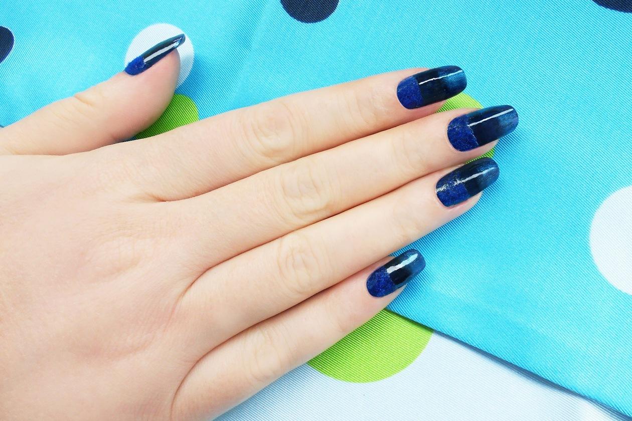 09 colore blu nailart