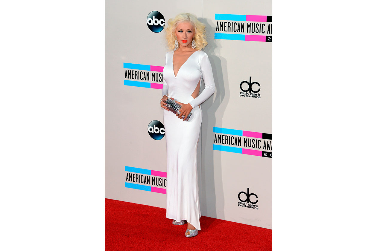 Christina Aguilera in Maria Lucia Hohan, Jimmy Choo 'Cosma' clutch e pumps Louboutin