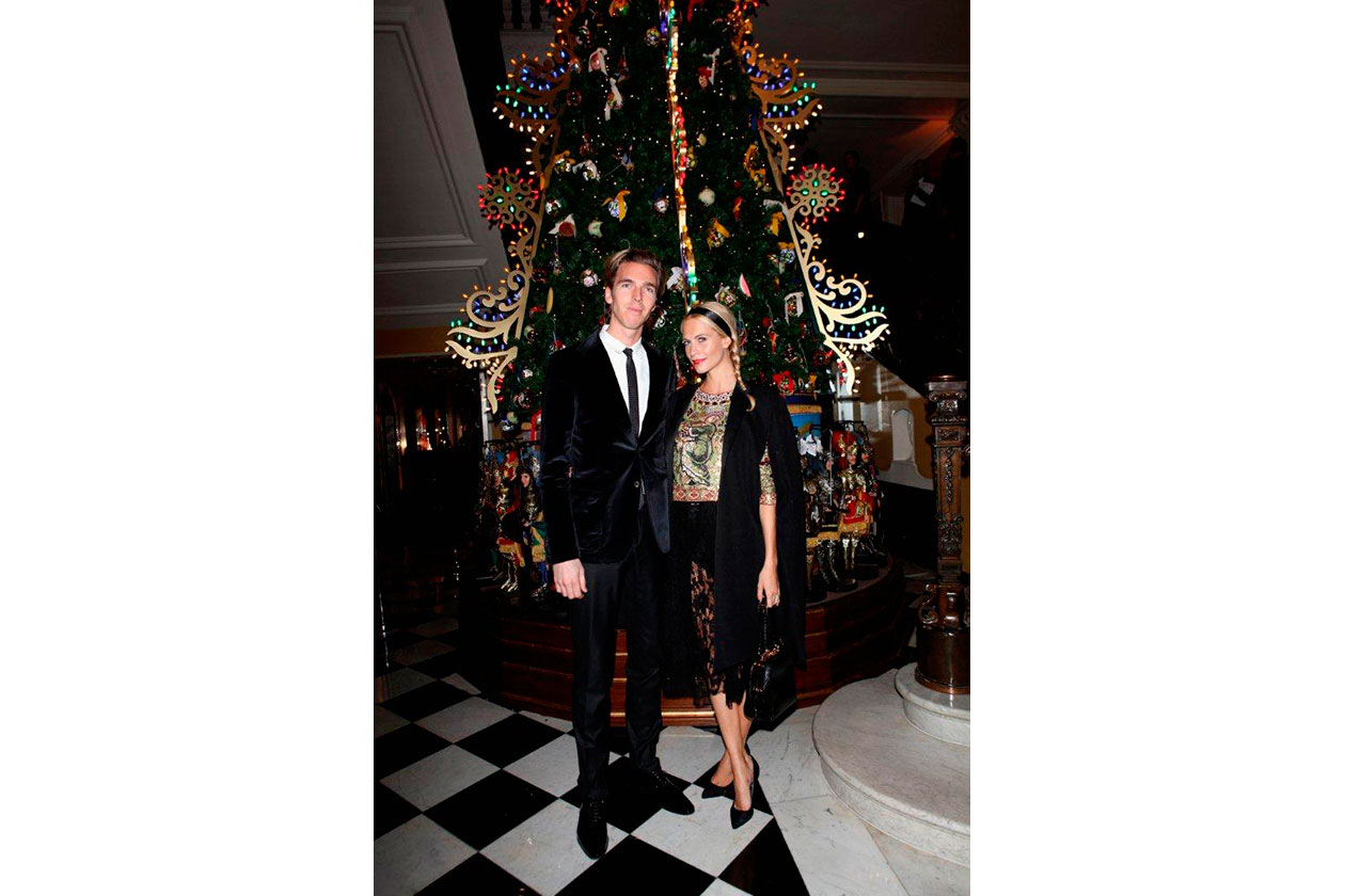 Claridge's Christmas Tree By Dolce & Gabbana JAMES COOK & POPPY DELEVIGN…