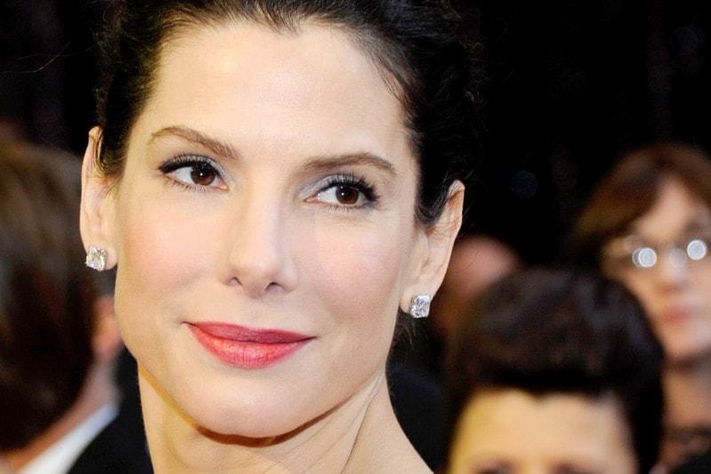 EYELINER MANIA: mai senza una riga di eyeliner nero su ciglia allungate da abbondanti passate di mascara (2011)