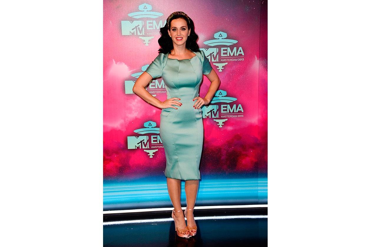 Katy Perry in Zac Posen tubino verde acqua e pumps nude di Charlotte Olympia