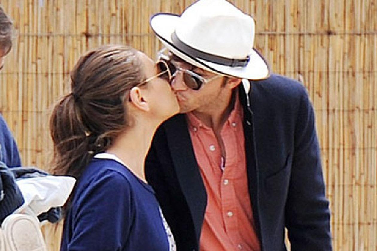 Ashton è ora libero di poter convolare a nozze con Mila. Prima o dopo la nascita di un bebè?