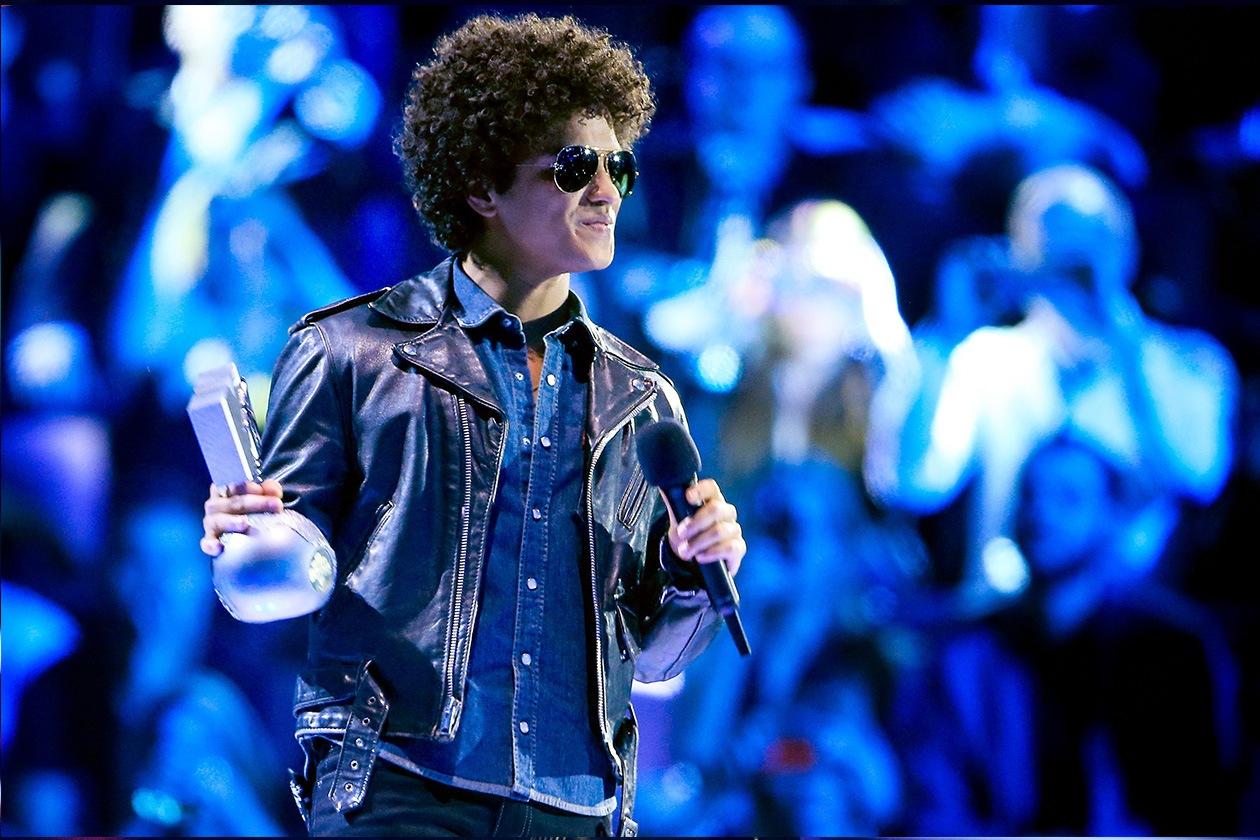 Bruno Mars ha ricevuto il premio per la migliore canzone con la sua «Locked Out Of Heaven»