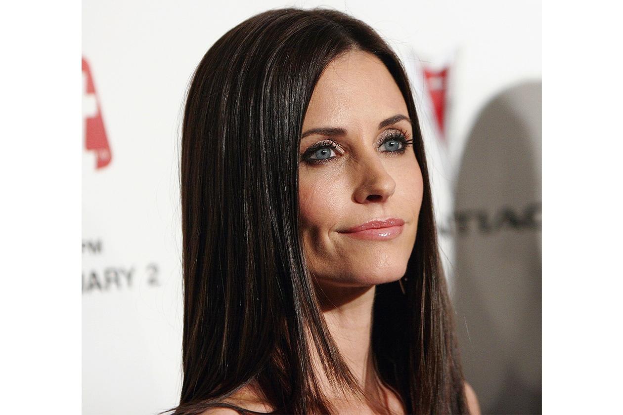 Lunghi e sciolti, mossi o lisci, spesso con una riga centrale, i capelli di Courtney hanno sempre un finish diverso (2006)