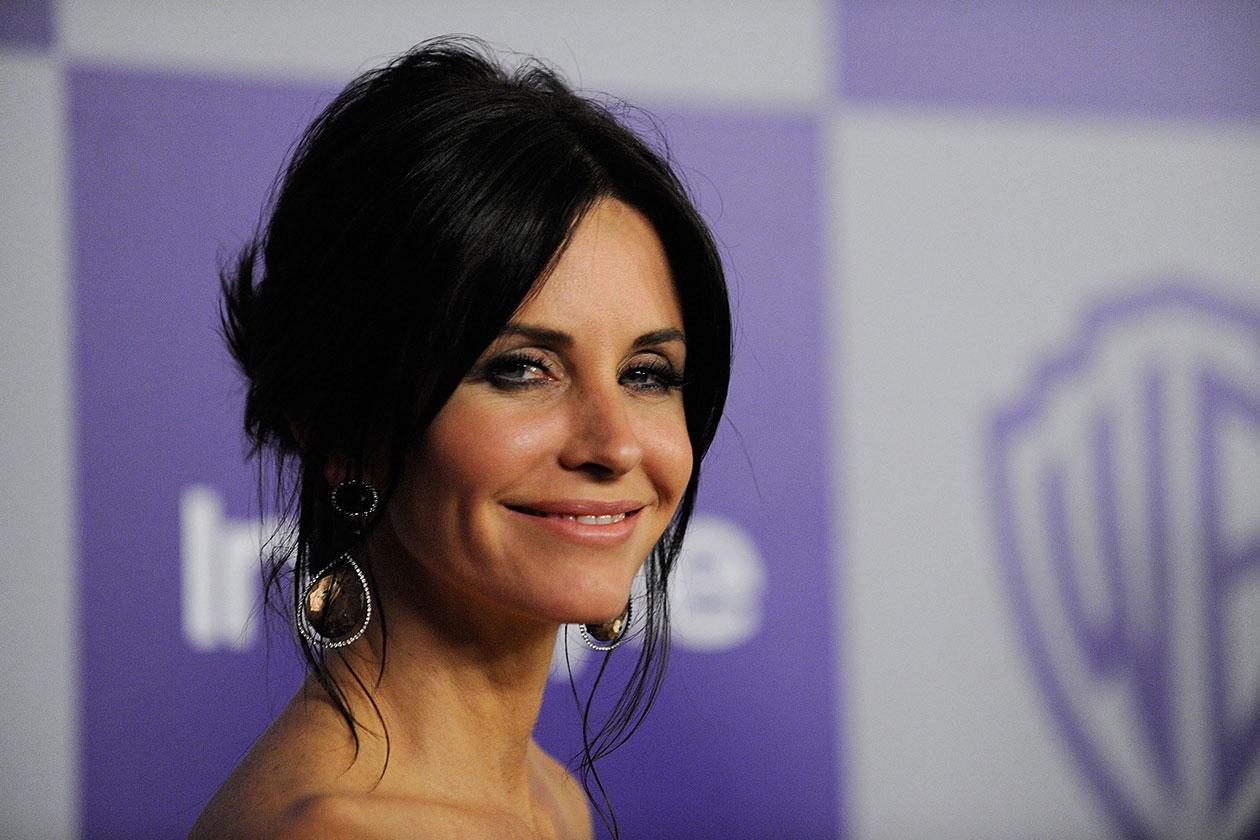 IL PERIODO DELLO CHIGNON: l'acconciatura preferita dell'attrice sui red carpet è il raccolto (2010)