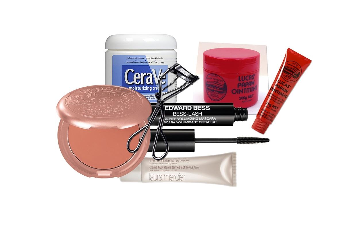 I prodotti che non mancano mai nel suo beauty case (Edward Bess – Laura Mercier – Stila – Shiseido – Cerave – Paw Paw)