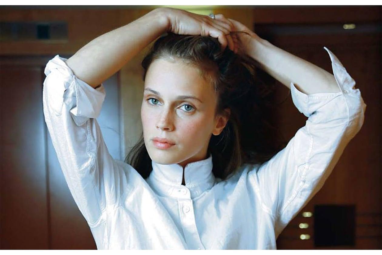 ACQUA E SAPONE: Un leggero fondotinta effetto seconda pelle e un tocco di blush sono gli ingredienti essenziali dei beauty look di Marine