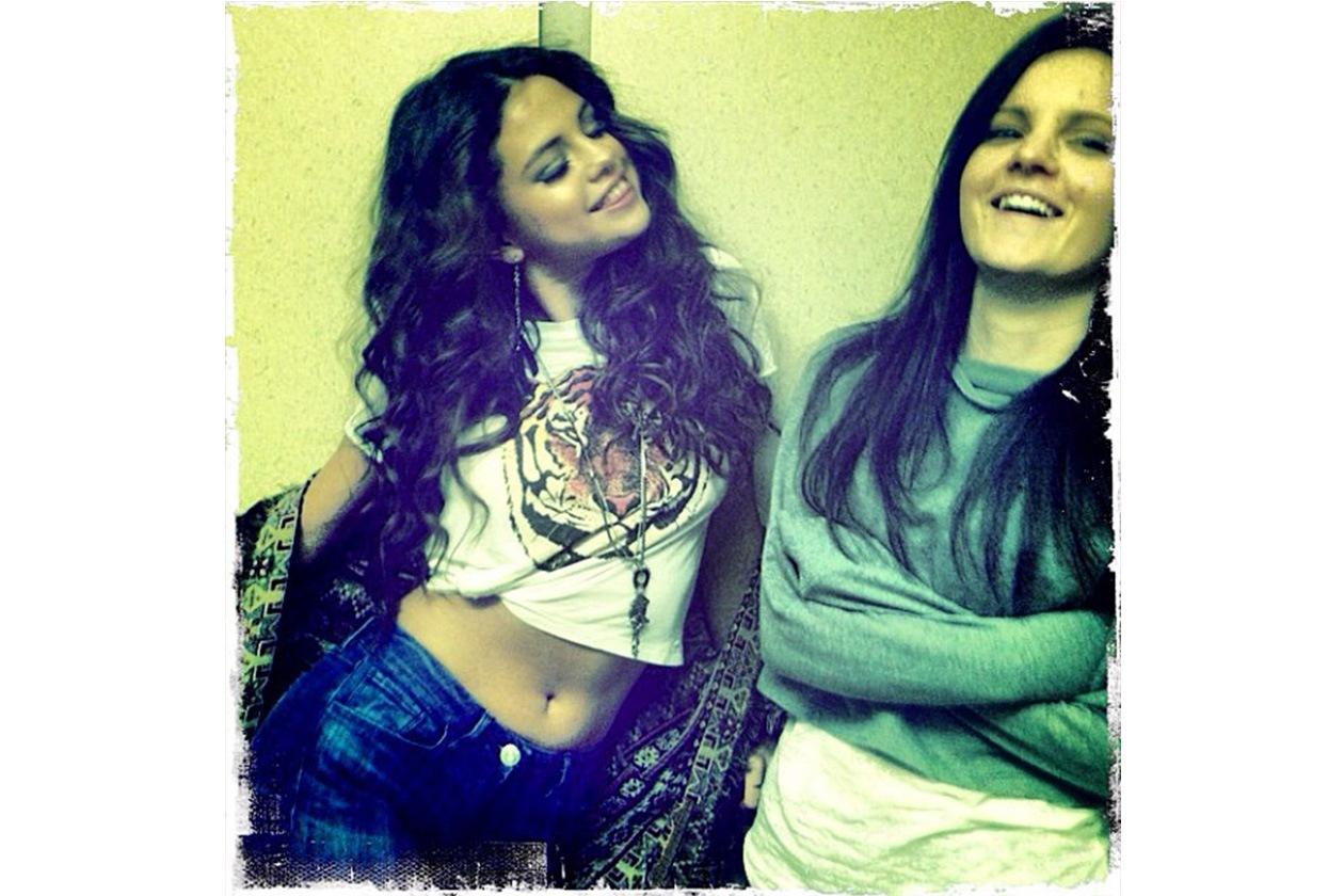 Selena Gomez: «I'm finally able to annoy her again. Missed this (Sono riuscita finalmente ad annoiarla di nuovo. Mi mancava tutto questo)»
