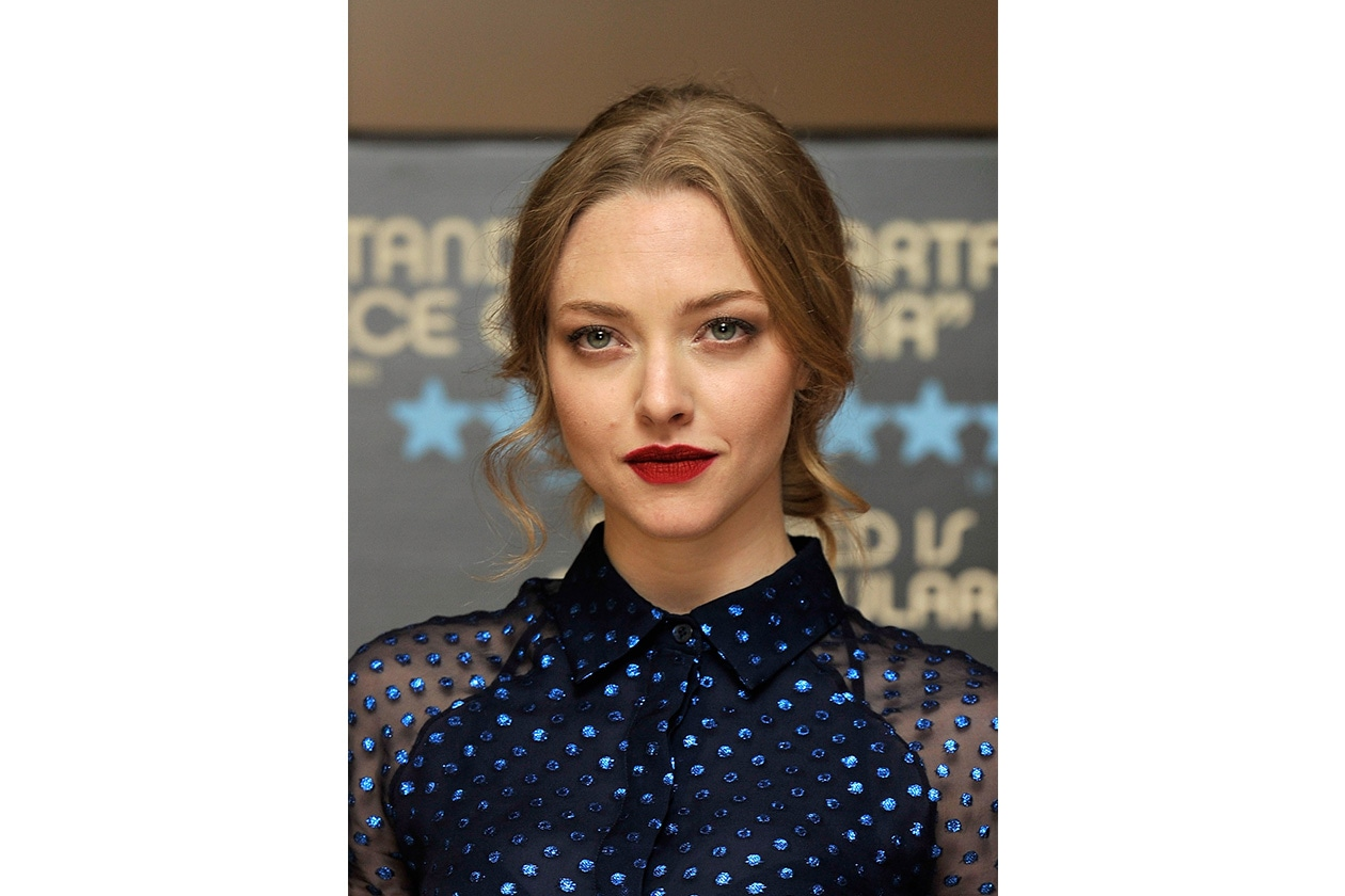 Amanda Seyfried: labbra rosso fuoco e occhi luminosi