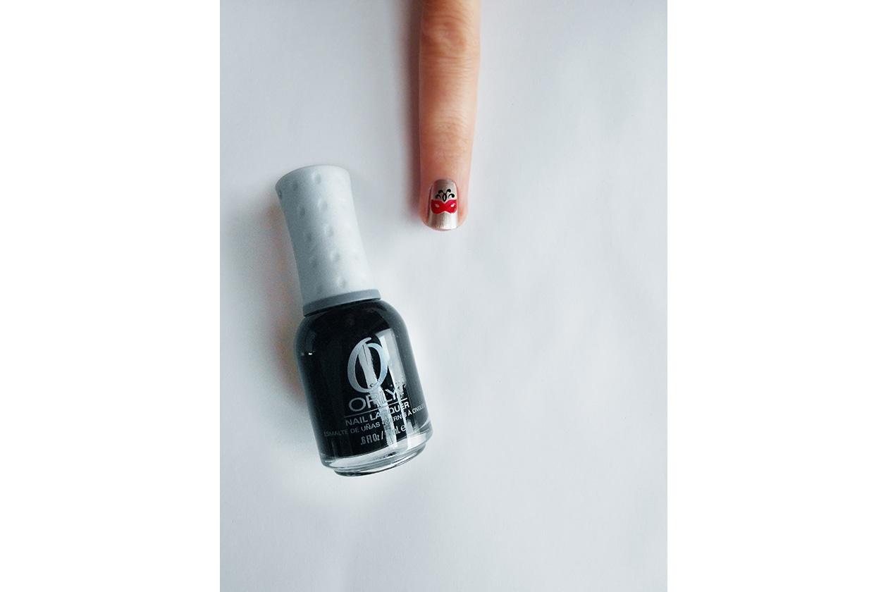 Beauty Nail tutorial Capodanno 04 step smalto