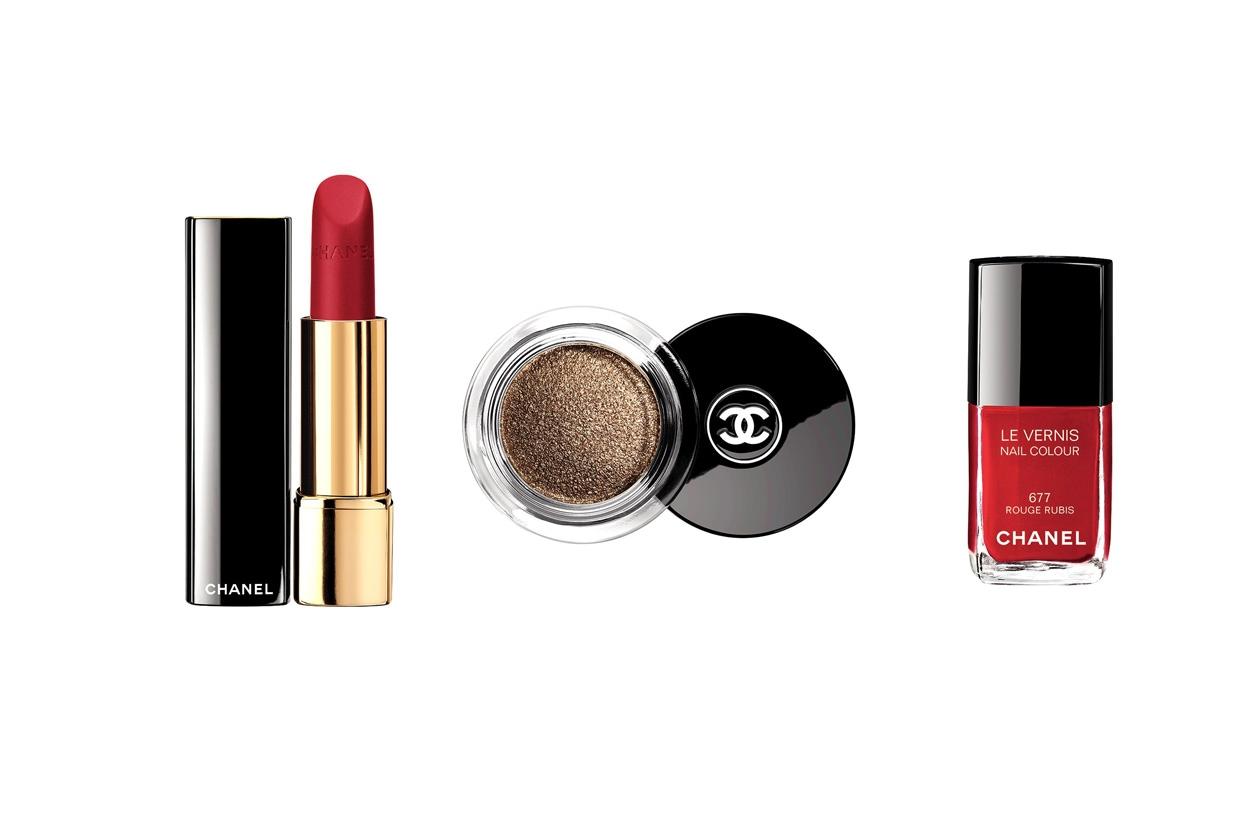 Della collezione Nuit Infinie di Chanel scegliamo l'ombretto iridescente Illusion d'ombre Initiation, il Rouge Allure Velvet La Precieuse e lo smalto Rouge Rubis