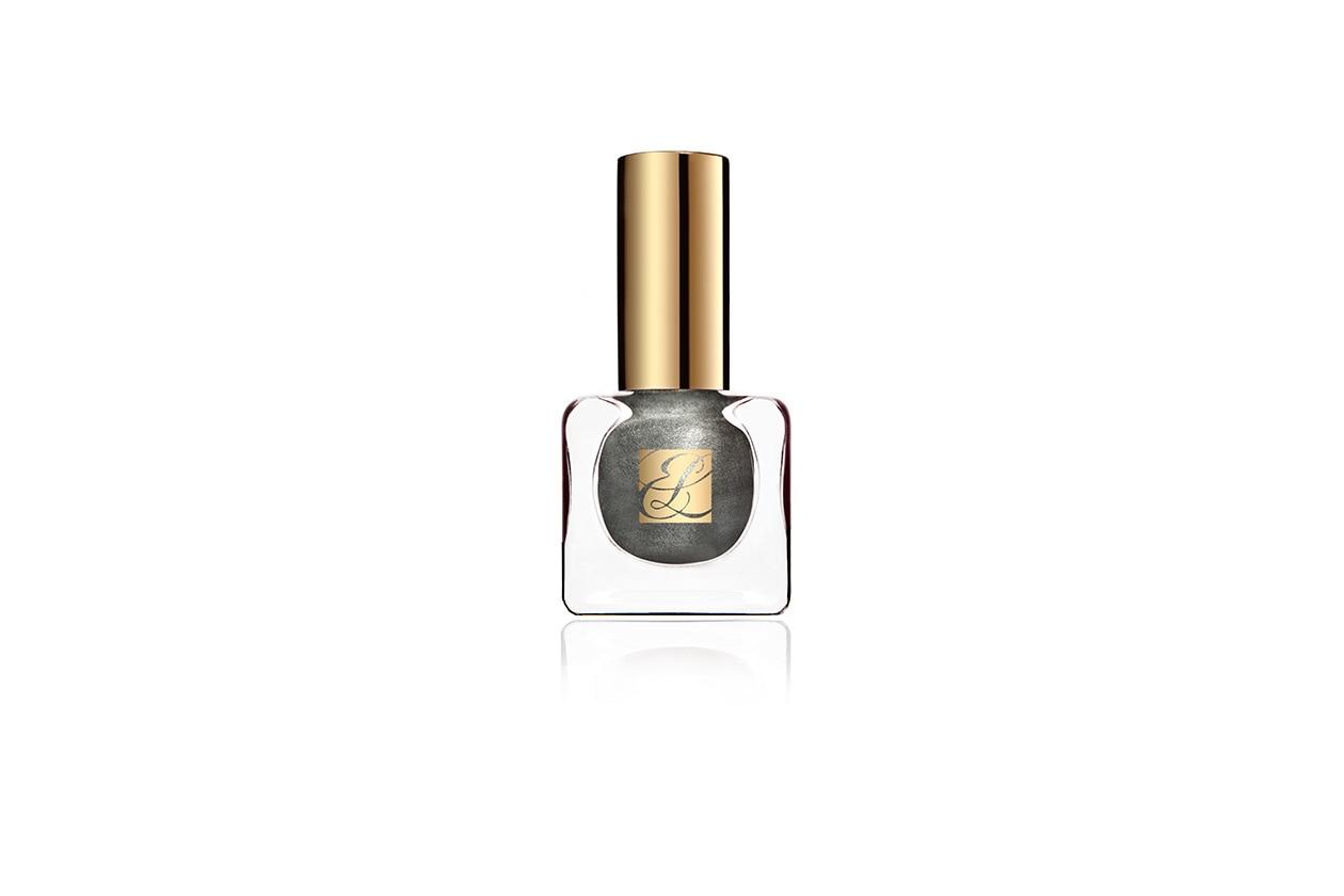 Effetto sparkling per il Pure Color Vivid Shine Nail Lacquer in Smoked Chrome di Estée Lauder