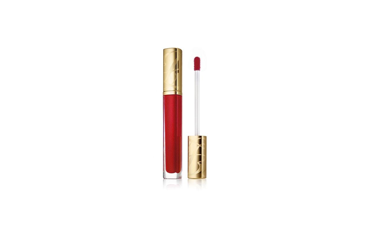 Labbra in evidenza con il Pure Color High Intensity Lip Lacquer in Hot Cherry di Estée Lauder