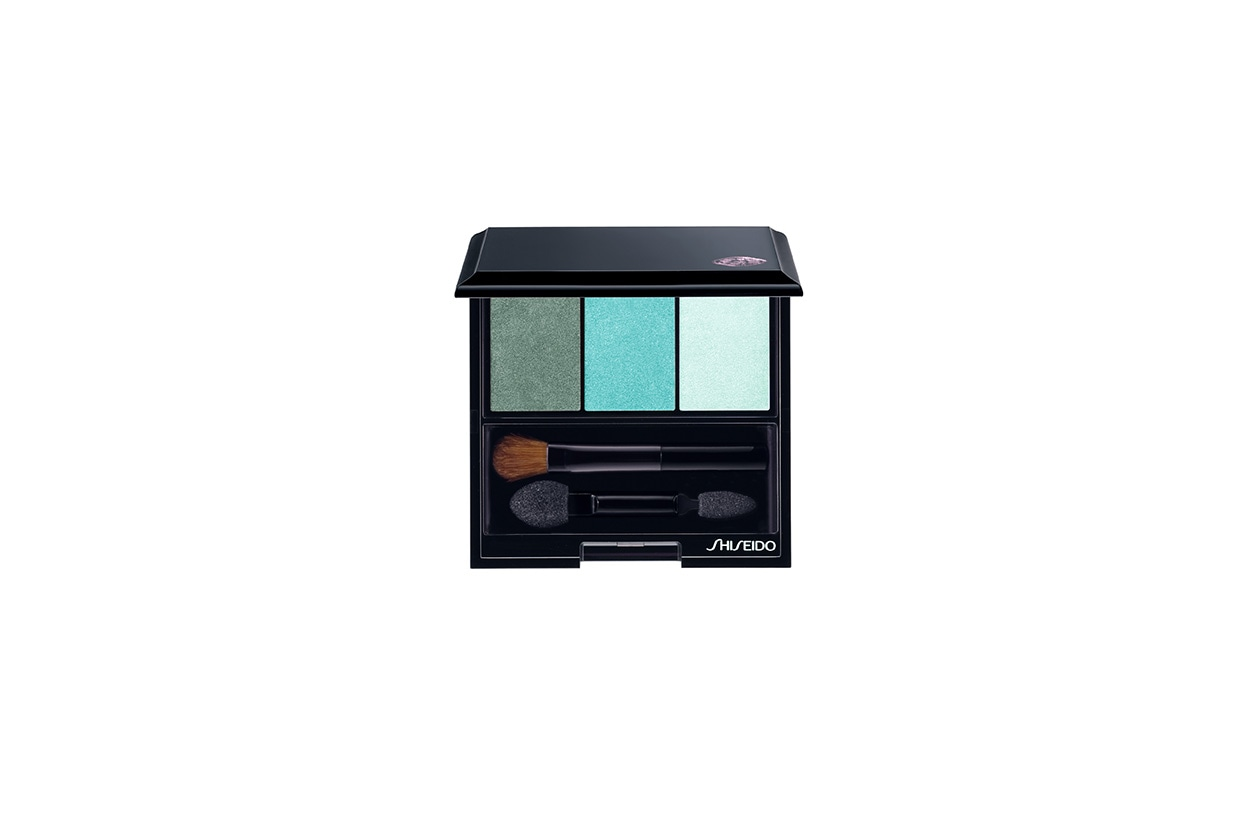 Per replicare mettete nel beauty case il Luminizing Satin Eye Color Trio 412 di Shiseido