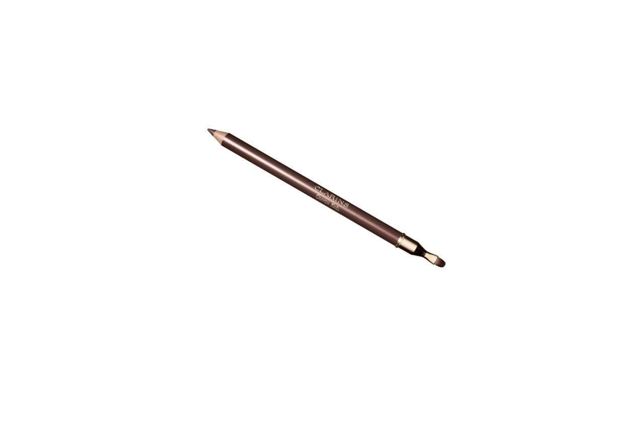 Per sottolineare lo sguardo una riga di  Crayon Khol 08 Taupe di Clarins