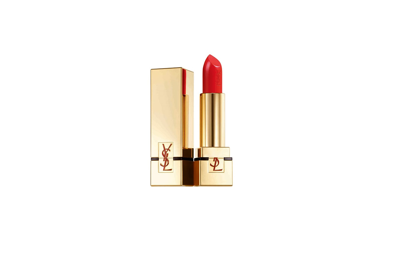 Sorriso in evidenza con un rossetto iperpigmentato (Rouge Pur Couture n.50 di Yves Saint Laurent)