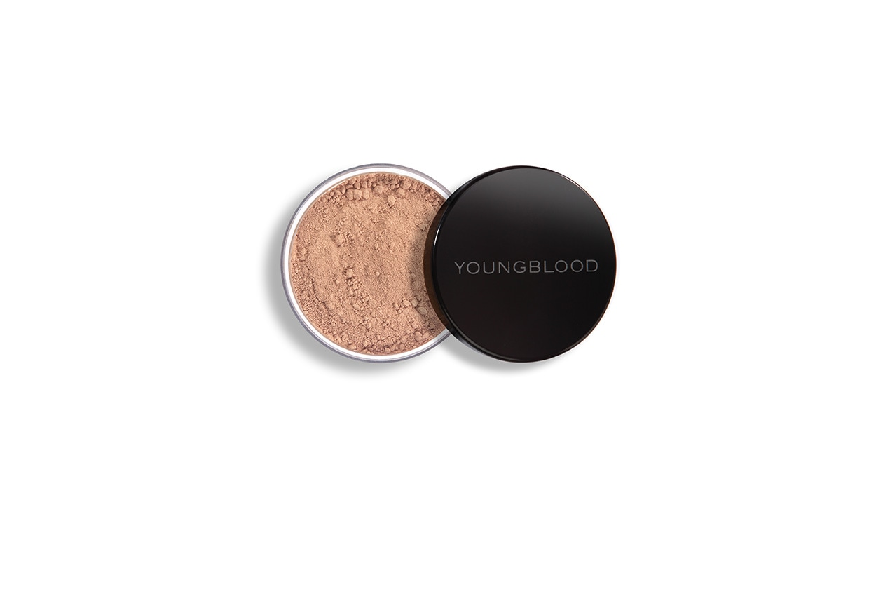 BEAUTY Top fondo tinta Natural Mineral Foundation Youngblood1