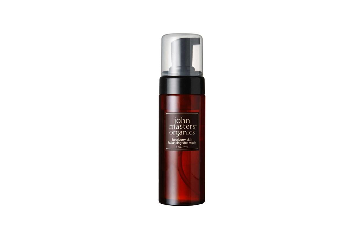 È specifico per la pelle grassa il Bearberry Skin Balancing Face Wash di  John Master Organics