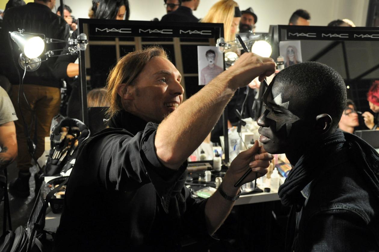 Michele Magnani, senior make up artist diMac Cosmetics, trucca Fernando Cabral