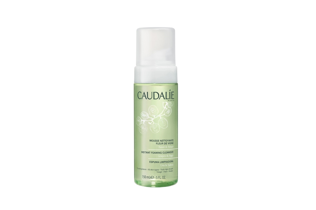 Ottima anche la schiuma detergente di Caudalie, una lozione cristallina che si trasforma in sottile schiuma