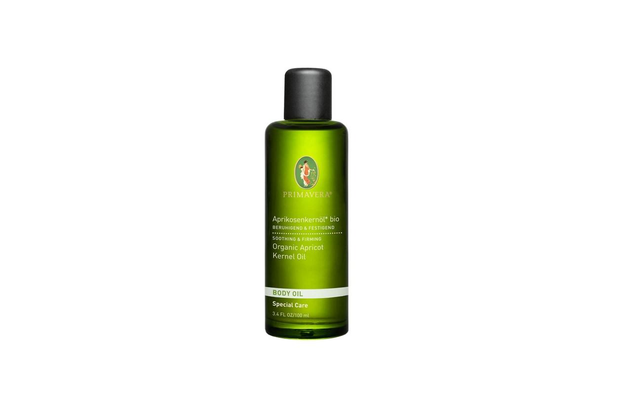 Pelle liscia ed elastica con l'Organic Apricot Kernel Oil di Primavera