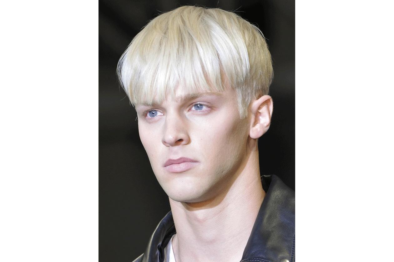 Per lui (e anche per lei) l'hair look di Calvin Klein