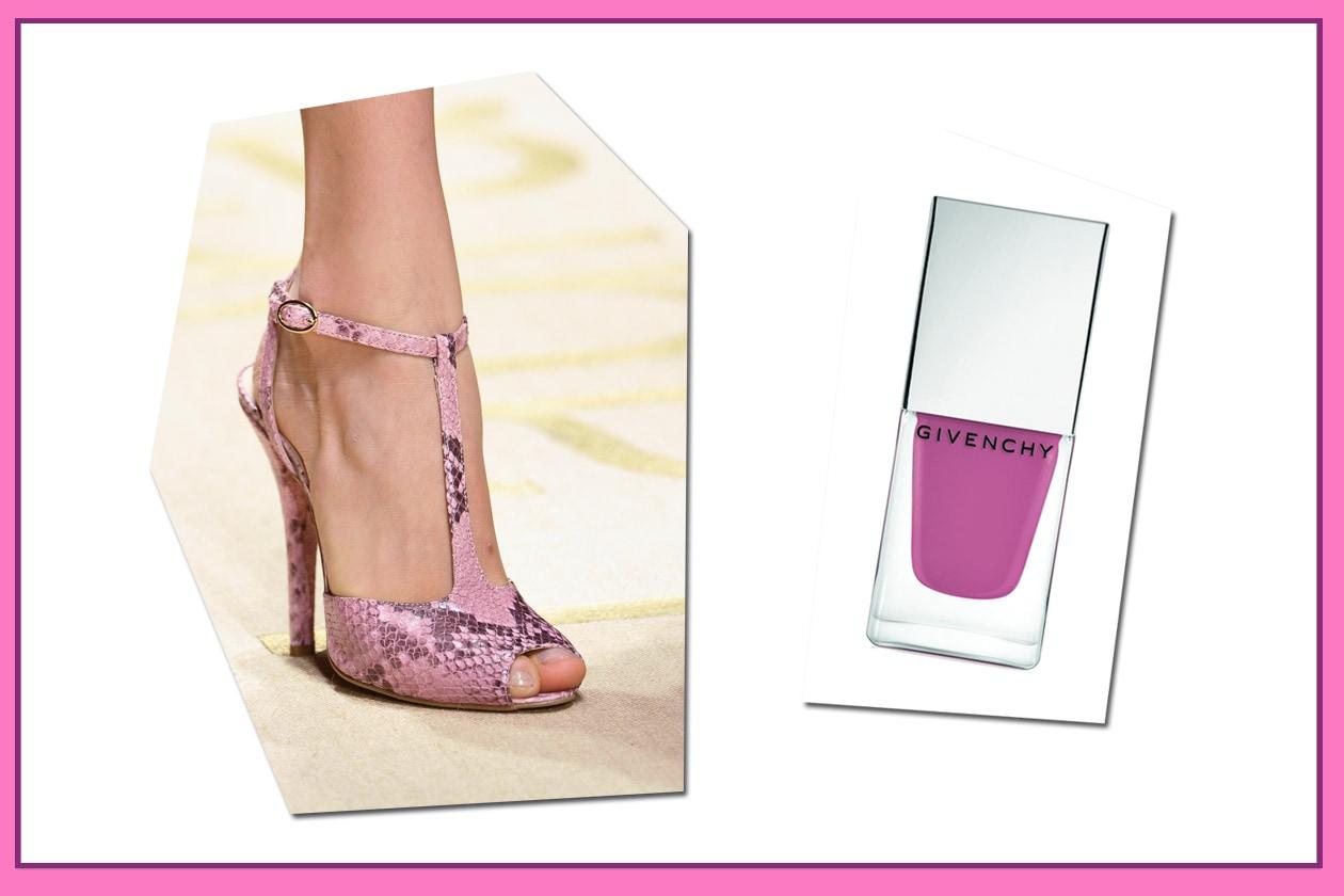 Sovrapposizioni di nuance per il sandalo con cinturino di Laura Biagiotti e lo smalto Le Vernis 9 Rose di Givenchy