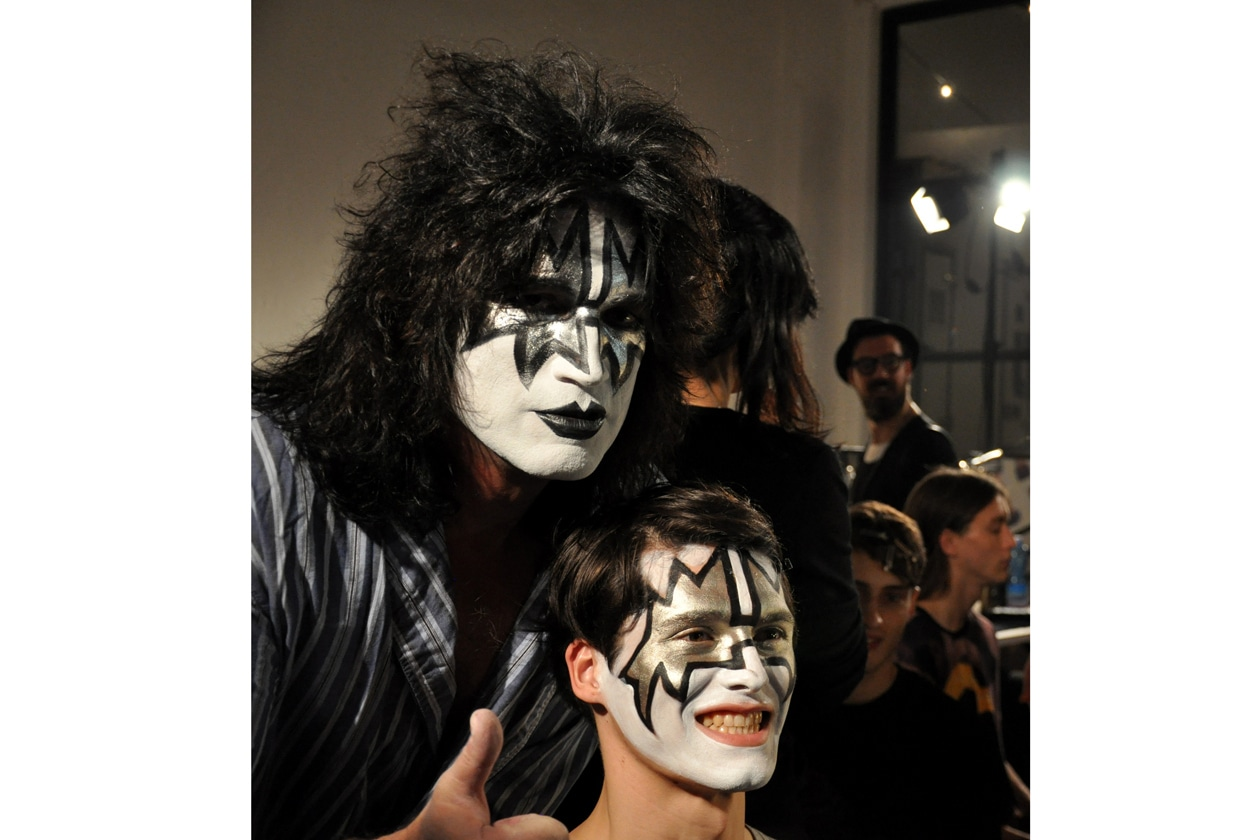 """Surprise! Tommy Thayer """"The Spaceman"""" dei KISS nel backstage di John Varvatos"""