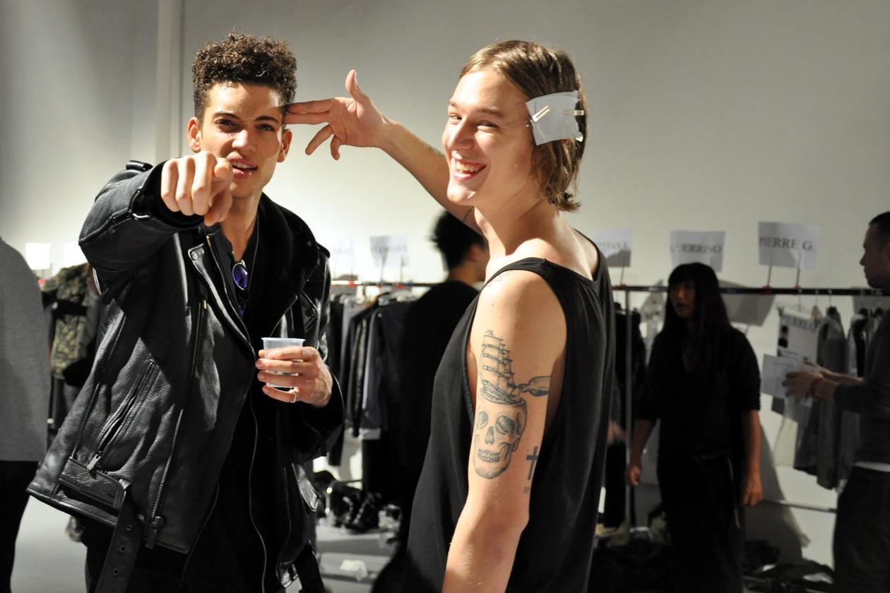 John Varvatos Autunno/Inverno 2014-15: il backstage beauty & hair