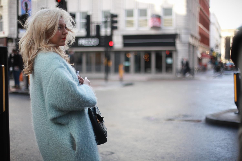 Cappotti ovver e colori pastello anche per la donna