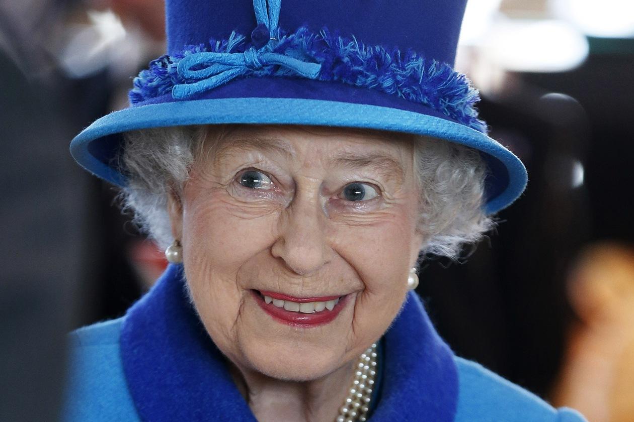 Chi avrebbe mai immaginato che anche la Regina doveva barcamenarsi tra bollette e spese di gestione della famiglia?