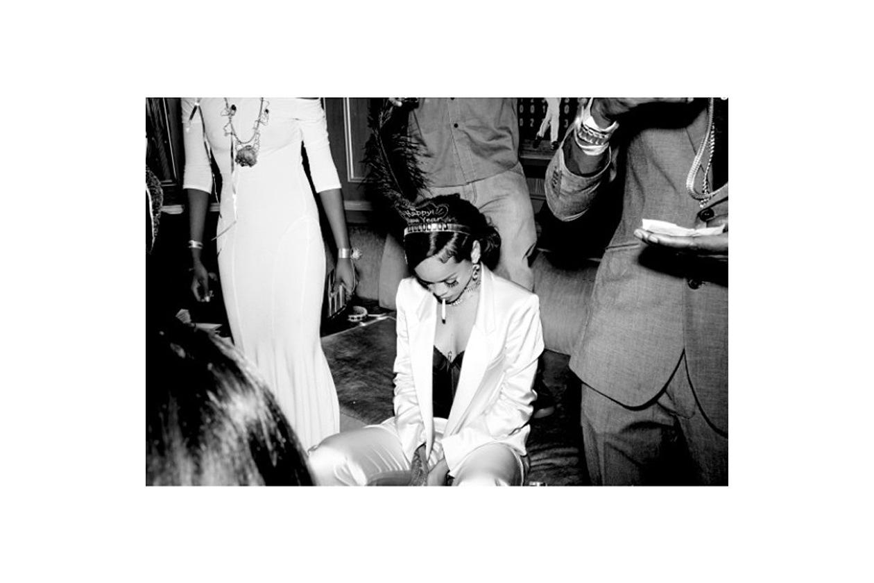 Rihanna: «As usual, in my own damn world! (Come sempre, nel mio dannato mondo)»