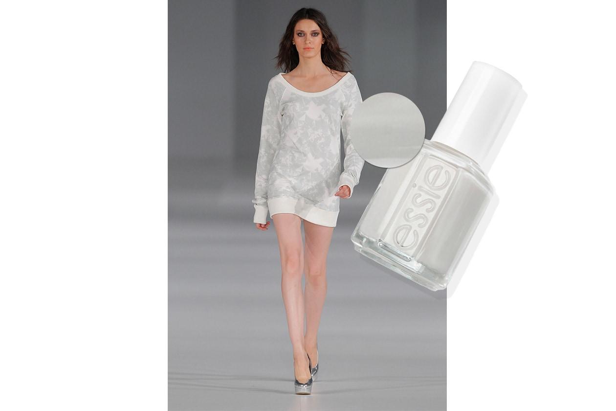 BEAUTY moda & nails in white Arques Essie