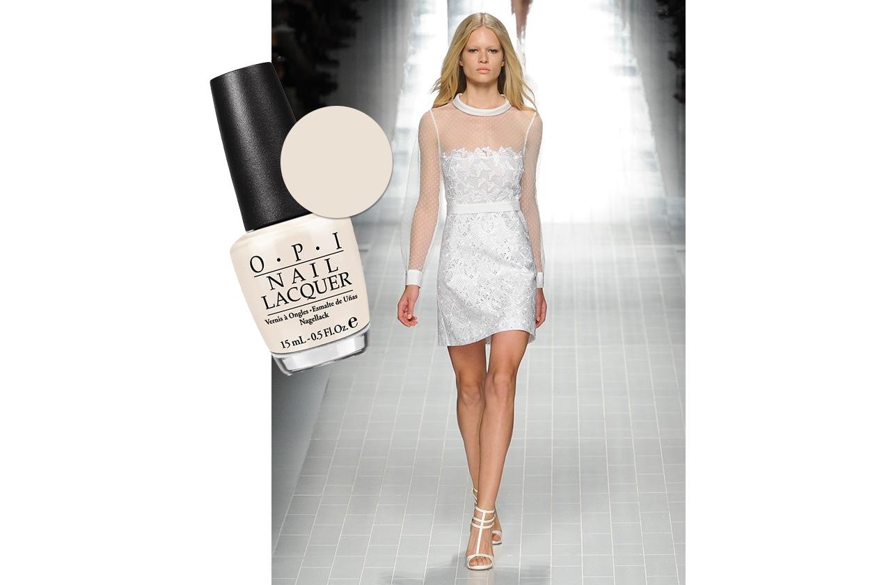 BEAUTY moda & nails in white Blumarine Opi