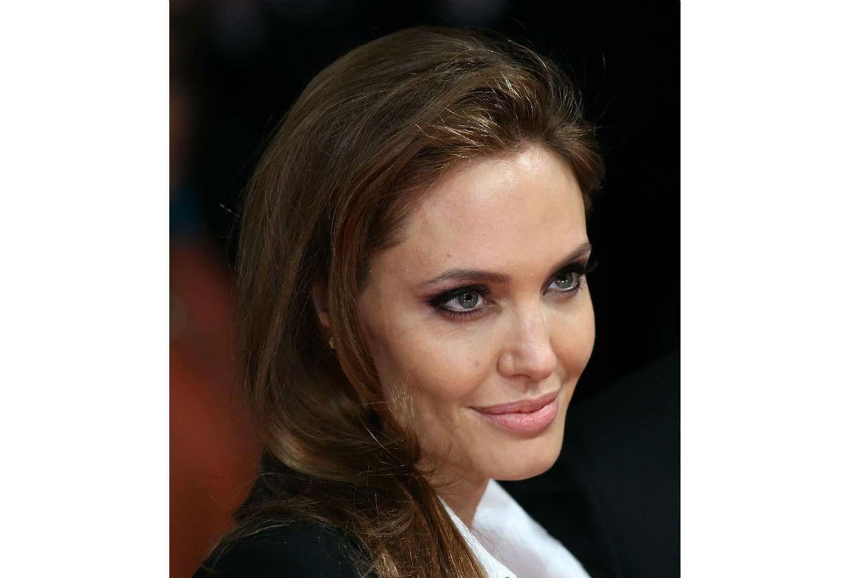 Classico e leggermente allungato, come piace a lei, per Angelina Jolie