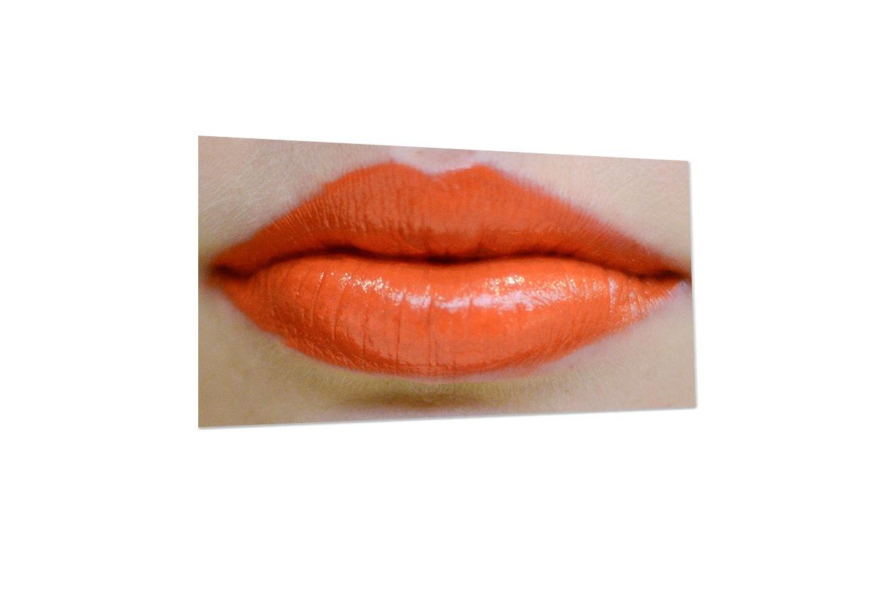 DKNY lips