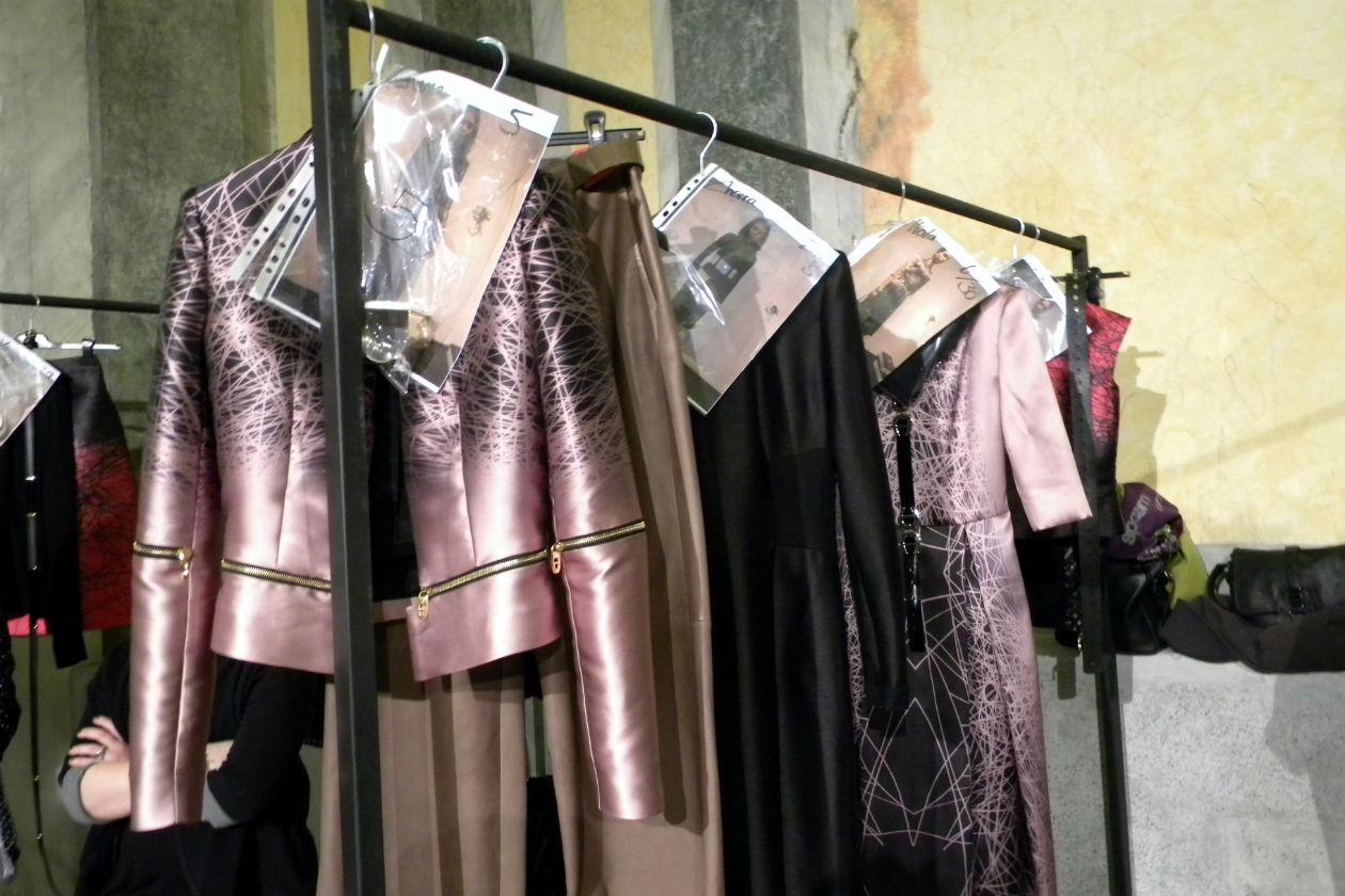 Giacche e vestiti dai tagli decisi