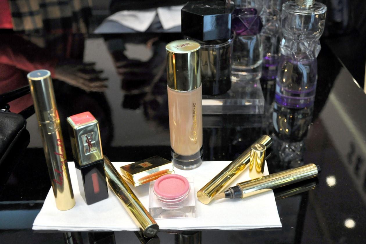 I prodotti must have YSL: il Touche Èclat, il Teint Touche Èclat, il mascara Baby Doll, il Crème de Blush e il Vernis è Levres