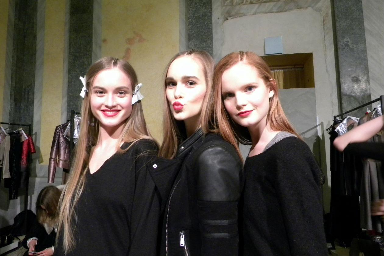 Kiss me! (a destra la modella Eline Van Houten)