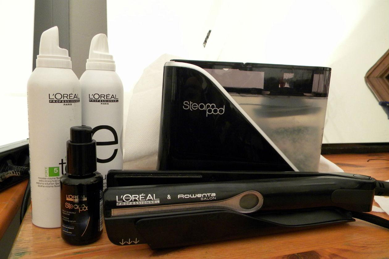 La texture della chioma è resa importante grazie alla piastra Steampod di L'Oréal Professionel