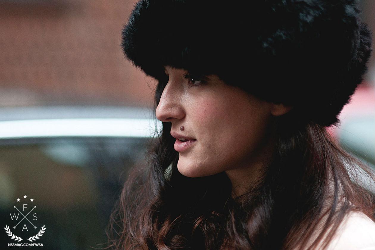 Make up naturale per Eleonora Carrisi: elegante il rossetto nude abbinato a una riga di eye liner nero