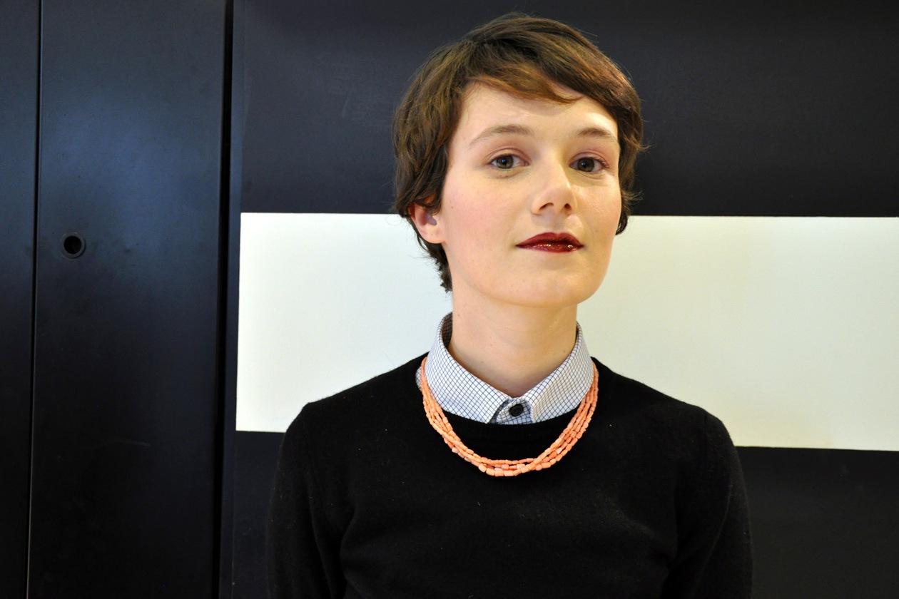 Per Francesca il make up artist YSL ha scelto una leggera polvere rosa sugli occhi e un Vernis à Levres scuro per le labbra: bellissimo il risultato finale