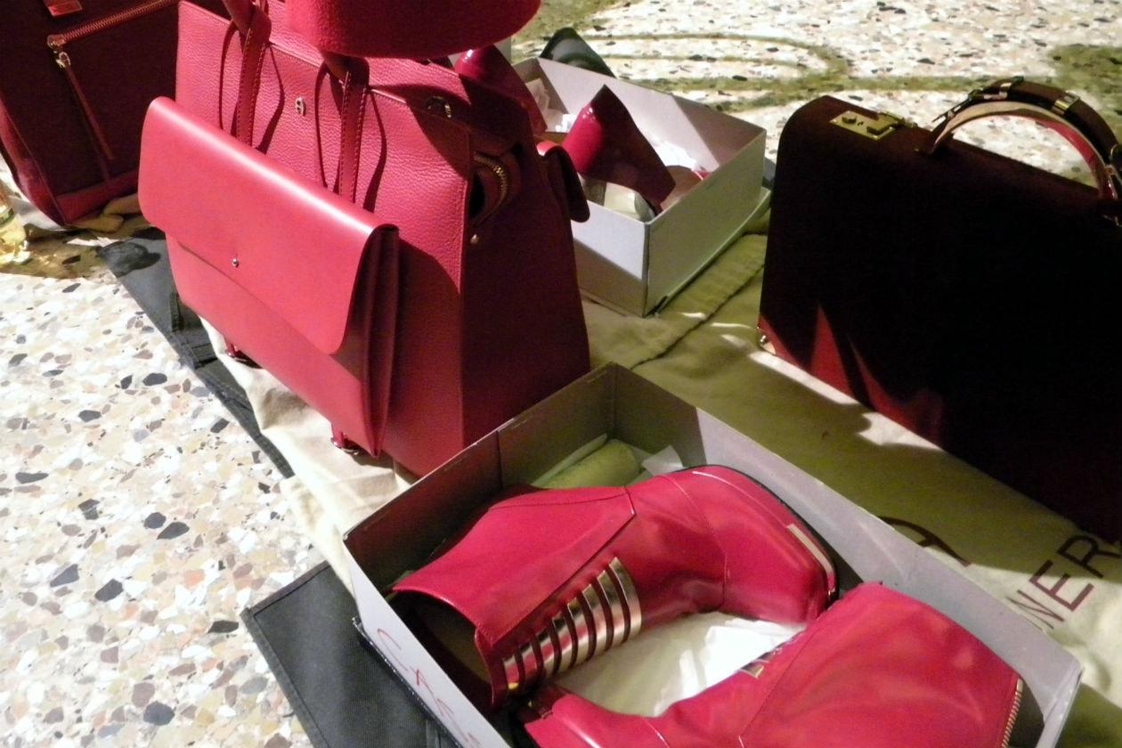 Very red anche per gli accessori