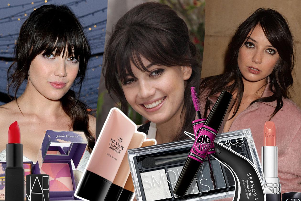 Daisy Lowe ama il make up dalle tinte forti: smokey eyes per lo sguardo e rossetti rossi sulle labbra. Imitate i suoi beauty look con i prodotti consigliati da Grazia.IT