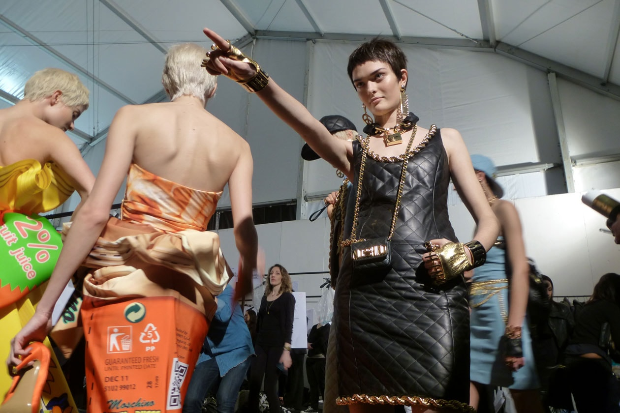 Moschino Autunno/Inverno 2014-15: il backstage Beauty & Hair