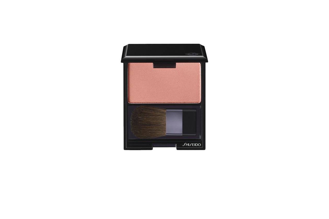 Beauty dree hemingway Shiseido Fard Luminizing Satin Face Color petal