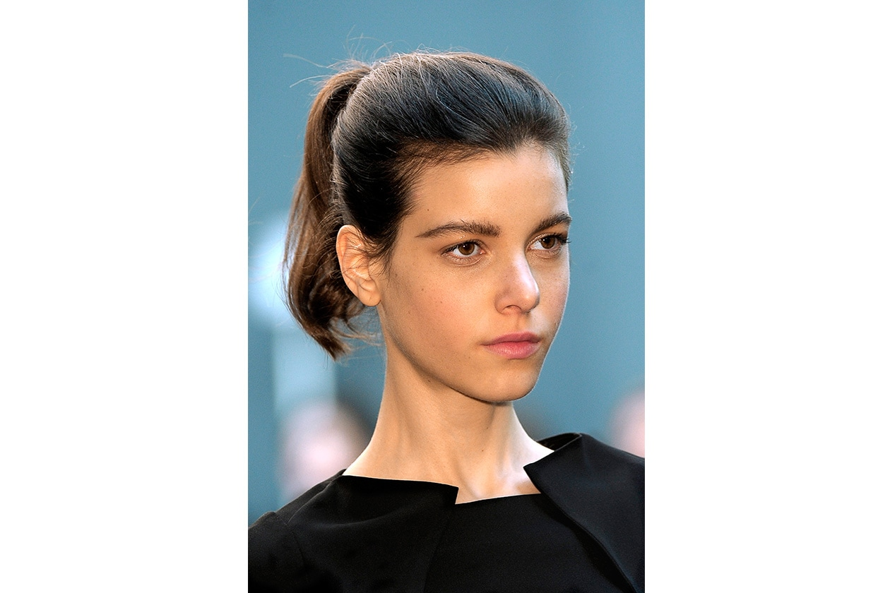Beauty raccolti easy ponytail Roland Mouret bty F10 002