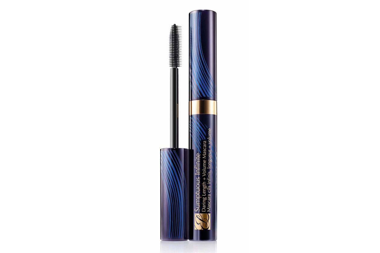 Ciglia audaci con il con Sumptuous Infinite Daring Length + Volume Mascara di Estée Lauder nella tonalità Black dal colore ricco