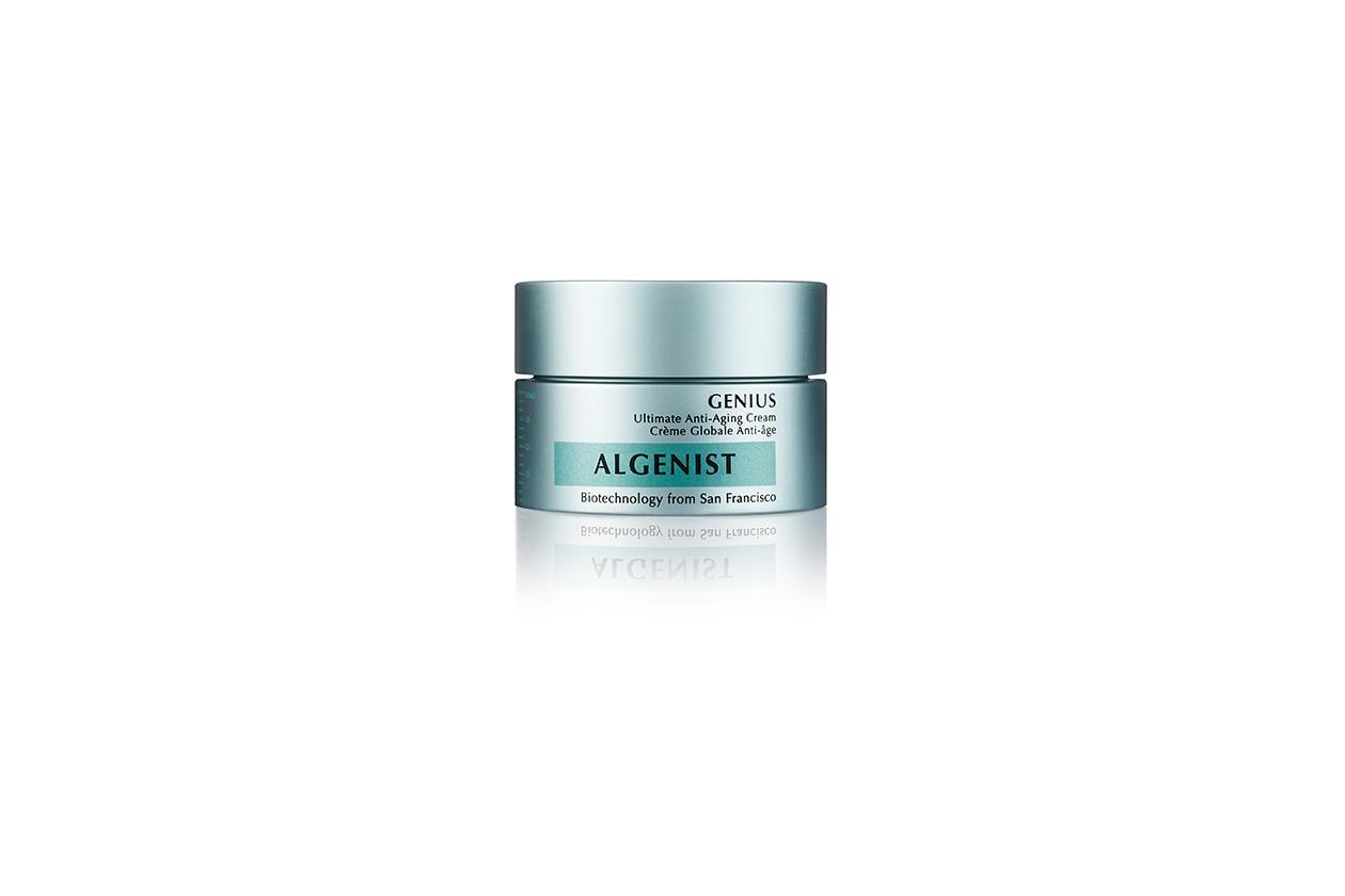 Con Acido Alguronico e olio di microalghe, Genius di Algenist aiuta a migliorare la luminosità, la compattezza e l'elasticità